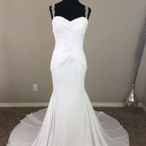 Romantic Fit-n-Flare Wedding Dress! Size 6